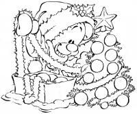 Мишка наряжает елку Раскраски на тему зима