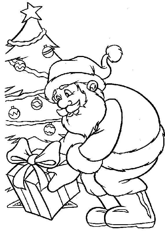 Дед мороз кладет подарок под елку Раскраска зима пришла
