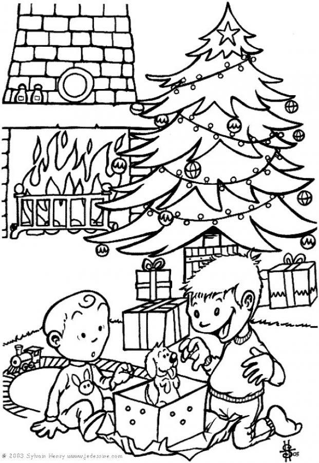 Елка с подарками и дети играющие возле нее с собакой Детские раскраски зима распечатать