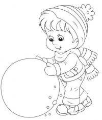 Малыш лепит большой ком снега для снеговика Детские раскраски зима распечатать